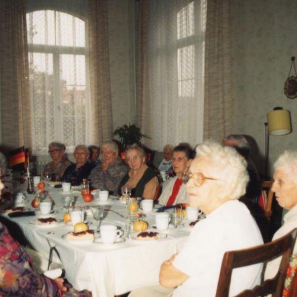 Feier zur Wiedervereinigung im Augusta-Viktoria-Stift 3.10.1990